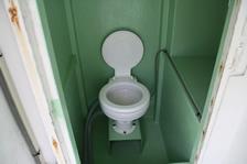 福井・越前・釣り船金松丸の男女兼用トイレ